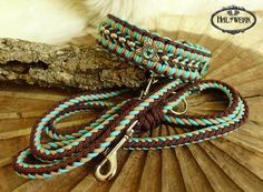 Braided collars, leashes & halter custom made .- Geflochtene Halsbänder, Leinen & Halfter individuell nach Maß – Halsband Braided collars, leashes & halter individually made to measure – collar - Paracord Bracelet Designs, Paracord Projects, Bracelet Crafts, Paracord Bracelets, Dog Collar Bandana, Collar And Leash, Paracord Tutorial, Bracelet Tutorial, Dog Collars & Leashes