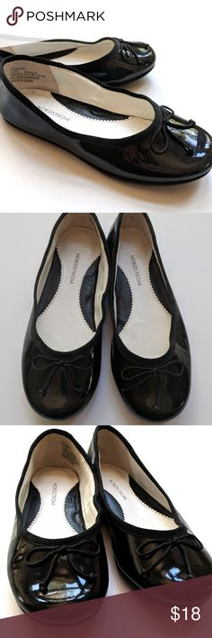 Nordstrom Girls Black Classic Flats Shoes Leather Nordstrom Girls Black Classic Flats Shoes Leather Patent   Size 12 M   VGUC (the edge of the right shoe looks a little mis-shapen, probably from storage and should reshape when worn)  My items come from a smoke-free household, we do have a kitty, so an occasional hair may occur! Nordstrom Shoes Dress Shoes