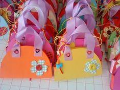 Γιορτή της Μητέρας - Εκπαιδευτικό Υλικό Crafts To Make, Crafts For Kids, Arts And Crafts, Crown For Kids, Art Projects, Projects To Try, Chanel Party, Mothers Day Crafts, Mother And Father