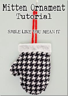 Felt Mitten Christmas Ornament Tutorial