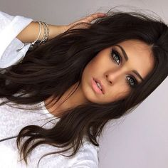 This dark brown hair color & cut is perfect 👌🏼 Hair Day, New Hair, Coiffure Hair, Corte Y Color, Brown Hair Colors, Hair Colour, Dark Hair, Dark Brunette Hair, Pretty Hairstyles