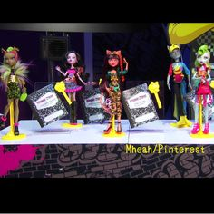 Now watermarking sorry but aren't these ghouls and guy(neighthan rot) the coolest left to right starting with clawvenus, then dracubecca, cleolei after that is neighthan rot, ending with my personal fav lagoonafire New Monster High Dolls, Creepy Monster, Ever After High, New Dolls, Cute Dolls, Gossip, Indie, Guy, Cool Stuff