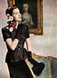 Lilly Daché - Chapeau - Fleurs sur le Côté - 1945
