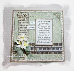 Konfirmasjonskort i grønntoner, pyntet med bokside, pianobilde, blomster, hamptråd, nøkkelcharm og perler. Papirer er fra Maja Design. De...