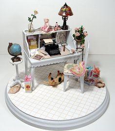Dollhouse Miniature Lady's Desk