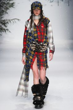 Moschino Fall 2015 Menswear Fashion Show