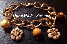 Bracciale oro con charm stile thun e perle in legno