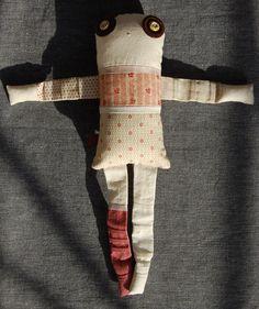 Les triplettes - Cosmos 1 - poupée de chiffon aimantée - faite à la main à Montréal - 2014 - Anouk Kouri - disponible à la Boutique Les jeux, Val David