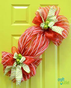 Deco Mesh Christmas Candy Tutorial…LOVE this idea but I think it needs something else … not sure what but I wonder if people seeing it realize it is meant to be a piece of candy…at first, second or even third glance? Noel Christmas, Christmas Candy, Christmas Projects, Christmas Decorations, Holiday Candy, Deco Mesh Crafts, Wreath Crafts, Diy Wreath, Wreath Making