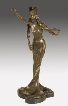 Attribué à Louis CHALON (1866-1940) -  Nymphe. Bronze patiné, signé sur la terrasse. Haut. : 57,5 cm.