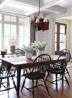 passiondecor-de-marieclaude:  Farmhouse table with mismatched chairs painted in the same color? Or one side a built in bench in the front corner of the room?