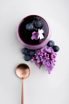A recipe for a show-stopping purple panna cotta - Blueberry and Lilac Syrup Panna Cotta. http://www.crop.fr/2016/05/24/blueberry-lilac-panna-cotta/