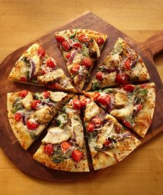 Switch up your regular pizza routine and prepare this easy and flavorful Chicken Pizza Italiano in minutes. Land O Lakes Recipes, Thin Crust Pizza, Pizza Pizza, Italian Dinner Recipes, Chicken Pizza, Garlic Chicken, Pizza Recipes, Easy Recipes, Love Food