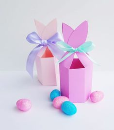 FREE PRINTABLE Bunny Ears gift box for Easter | print and make this favor box to gift mini chocolate easter eggs or small gifts, fun craft project #crafts #easter #giftbox #printable #free #freeprintable