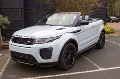 Land Rover has taken the top off its Range Rover Evoque to make it convertible. Sounds simple, but this good-looking topless SUV is a feat of modern design, Range Rover Evoque, Range Rover Sport, Pink Range Rovers, Range Rover White, Top Luxury Cars, Luxury Sports Cars, Sport Cars, Luxury Suv, Fancy Cars