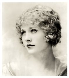 Silent movie starlet Esther Ralston in the 1920s. Description from…
