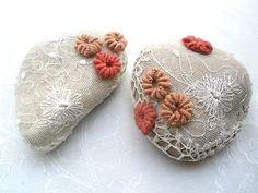 inserzione di Etsy su https://www.etsy.com/it/listing/192677422/croche-pizzo-pietra-stile-vintage-fermo
