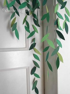 Girl 5 Girl 5 The post Girl 5 appeared first on Basteln ideen. Jungle Decorations, Gold Wedding Decorations, Deco Jungle, Jungle Party, Paper Plants, Paper Flowers Craft, Embroidered Towels, Paper Leaves, Do It Yourself Crafts