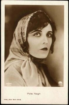 POLA NEGRI OLD PHOTO POSTCARD