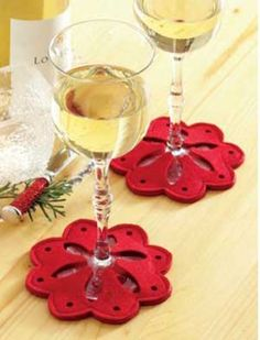 Snowflake Wine Glass Coasters - Red - Set of 4 Christmas Projects, Felt Crafts, Christmas Crafts, Christmas Decorations, Felt Coasters, Glass Coasters, Christmas Sewing, Christmas Diy, Theme Noel