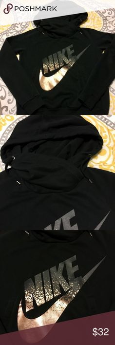 Ladies Nike Hoodie Impeccable condition! Was worn once or twice! Nike Tops Sweatshirts & Hoodies