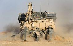 Más tamaños | Trojan AVRE Tank Cuts Through the Afghanistan Desert | Flickr: ¡Intercambio de fotos!