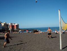 Playing volleyball in Puerto de la Cruz