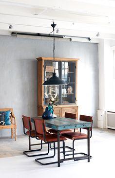 Hout, unieke items en leren eetkamerstoelen van Jess Design.