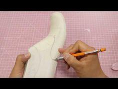 Making shoe pattern 'Design of July' Sketching style line.