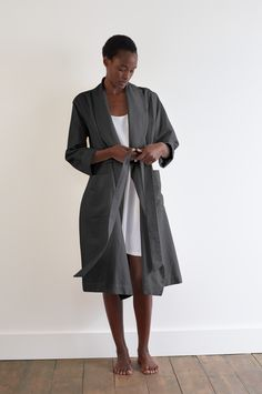 SPRING SUMMER 2018 – CHARCOAL COTTON LINEN TWILL SHORT SHAWL COLLAR DRESSING GOWN, WHITE EGYPTIAN COTTON SCALLOPED NIGHTDRESS