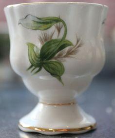 Royal Albert Trillium Egg Cup, Montrose Shape, Pocillovy, Coquetiers
