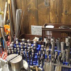 必要なサイズや工具をすぐ取れるように立ててます  #矢坊主 #工具 #彫金 #鏨 #道具 #ポンチ