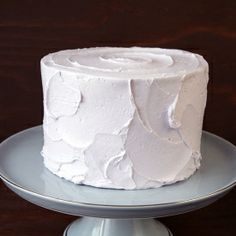 How to create textured and rustic buttercream iced cakes.
