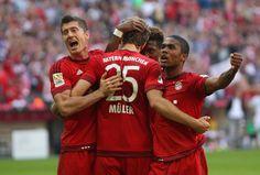 @Bayern Robert Lewandowski Thomas Müller retten schwache FC Bayern. Bayern München hat auf dem Weg zur historischen vierten Meisterschaft hintereinander mit größter Mühe einen schweren Patzer verhindert. Lewandowski (77.) und Müller (90.) mit einem umstrittenen Foulelfmeter sicherten der Mannschaft von Trainer Pep Guardiola mit ihren Toren im Derby gegen den FC Augsburg trotz lange ideenloser Vorstellung einen 2x1 (0x1)-Sieg  #9ine