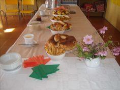 Café da manhã servido para alunos e professores da Escola Dr. Crispim , na abertura do ano letivo de 2015.