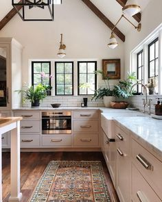 Kitchen decor, kitchen cabinets, kitchen organization, kitchen organizations and of course. The kitchen is the center of the home, so it's important to have a space you love! These pins are my favorite kitchens and kitchen ideas. Home Decor Kitchen, Diy Kitchen, Home Kitchens, Kitchen Ideas, Awesome Kitchen, Small Kitchens, Kitchen Decorations, Cottage Kitchens, Modern Kitchens