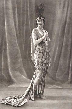 Habillée par Paquin, 1913