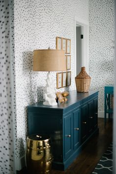 Is there a way to incorporate this dotted look somewhere? Like hallway? Vintage Whites Blog: An airy & Contemporary Home…handpainted polka dots…then can be repainted! love this look