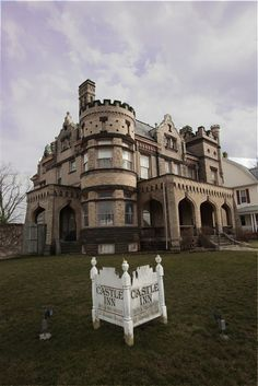 The Castle Inn in Circleville Ohio, where we spent our honeymoon! So pretty! I want to go back!
