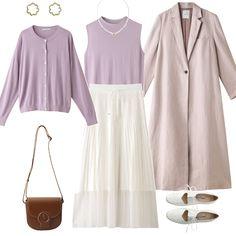 桜の花びらのようなソフトなピンク色の「エブール」のコートは、着るだけで春爛漫な気持ちに。麻素材のマキシ丈コートは、シンプルなデザインだからこそ、ブランドがもつ仕立て力や世界観が現れるもの。1つボダンなので、春風に揺らめいて「エブール」らしい大人の女性像が実現できるはず。INも春に咲く花・ライラック色のニットをアンサンブルで合わせました。ナチュラルで肩の力を抜いたコーデをネブローニ」のシューズでキリリと引き締めて!