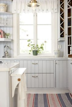 Foto martin cederblad rustic scandi home pinterest for Kitchen colors with white cabinets with porte papiers femme
