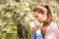 Learn how to naturally deal with the sneezing, runny noses, itchy eyes, coughing and headaches seasonal allergies can bring. Spring Allergies, Seasonal Allergies, Allergy Shots, Estilo Fitness, 21 Day Challenge, Feeling Nauseous, Itchy Eyes, Immune System, Carpal Tunnel Syndrome