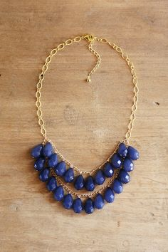 Berry Blue Teardrop Statement Necklace por ShopNestled en Etsy