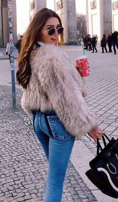 what to style a fur jacket : bag + skinny jeans Plaid Fashion, Tomboy Fashion, Winter Fashion, Girl Fashion, Fashion Outfits, Womens Fashion, Fashion Trends, Fashion Styles, Casual Fall Outfits