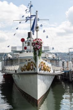 "Dampfschiff ""Stadt Rapperswil"" in Zürich Mythenquai"