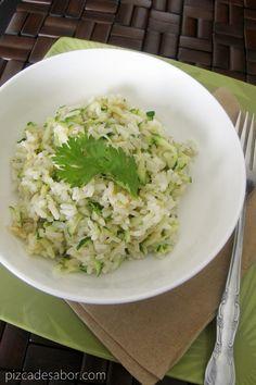 Arroz con zucchini/calabacita y queso   http://www.pizcadesabor.com/2013/06/27/arroz-con-zucchini-y-queso/