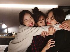 Shared by Jubs. Find images and videos about friends, ulzzang and korean girls on We Heart It - the app to get lost in what you love. Korean Best Friends, 3 Best Friends, Best Friend Pictures, Bff Pictures, Cute Friends, Best Friend Goals, Boy And Girl Best Friends, Friends Girls, Find Friends