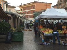 Mercato del venerdì a Bastia, ambulanti raccolgono firme per riposizionare bancarelle