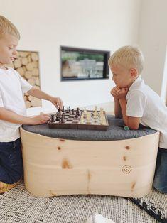 Nicht nur Babys lieben den Duft der Zirbe. Auch Kinder suchen immer wieder die Nähe von Benni's Nest, nutzen es als Tisch oder Spielgerät und lassen sich sehr gerne von der Zeit erzählen als sie noch in dem Zirbenbettchen geschlafen haben. Ein nachhaltiges Möbelstück aus unbehandeltem Zirbenholz als Begleiter für das ganze Leben. Baby Products, Babys, Child Development, Carpentry, Newborns, Childhood, Toy, Babies, Infants