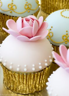 Pick up one of our Easter daisy vanilla cupcakes in @Harrods Food ...